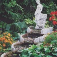 Каскадный фонтан со скульпутрой
