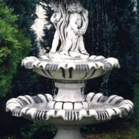 Фонтан с чашей-зонтиком и скульптурой