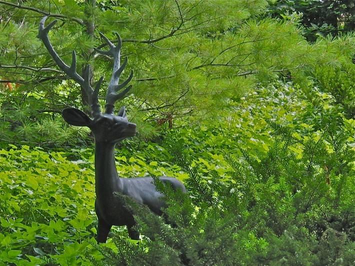 Скульптура оленя на ферме Шелберн