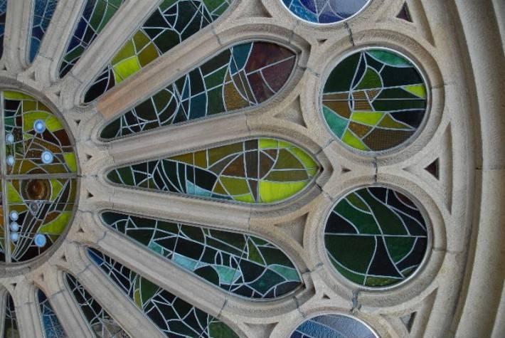 Витражи храма Святого Семейства в Барселоне — фото 3