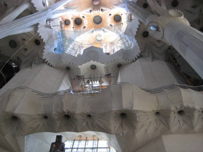 Потолок храма Святого Семейства в Барселоне — фото 24