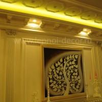 Декор камина и стены с помощью лепнины из гипса
