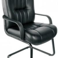 Офисный кожаный стул с подлокотниками