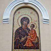 Мозаика на стене часовни Тихвинской иконы Божией Матери