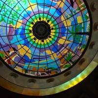 Витражный купол в здании торгового центра