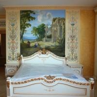 Роспись на стене и золочение карнизов в спальне