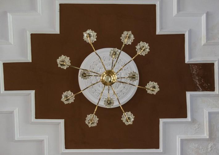 Потолок отеля Махеш — фото 1