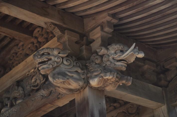 Деревянный потолок Дзиндзя