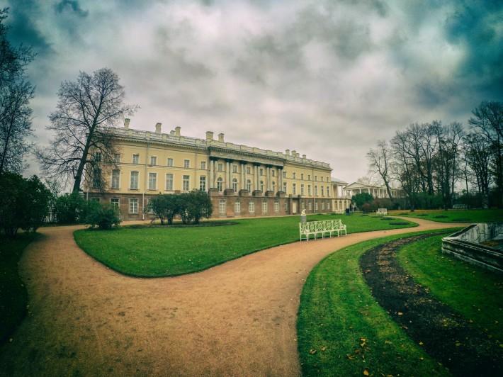 Собственный садик Екатерининского парка — Зубовский флигель