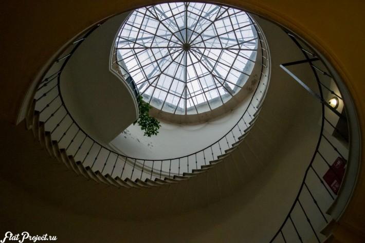 Потолок винтовой лестницы в здании Союза Художников — фото 1