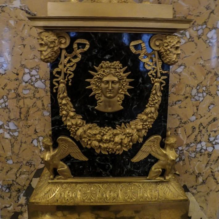 Декор старинной лампы в Главном штабе