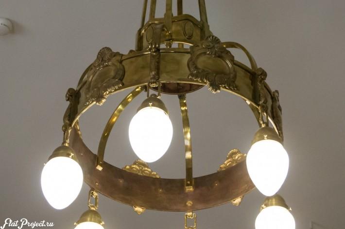 Старинный потолочный светильник