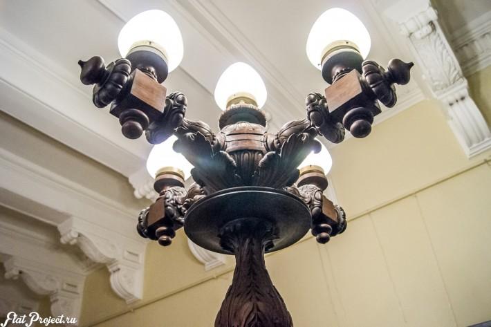Деревянный светильник в Союзе Художников в Петербурге