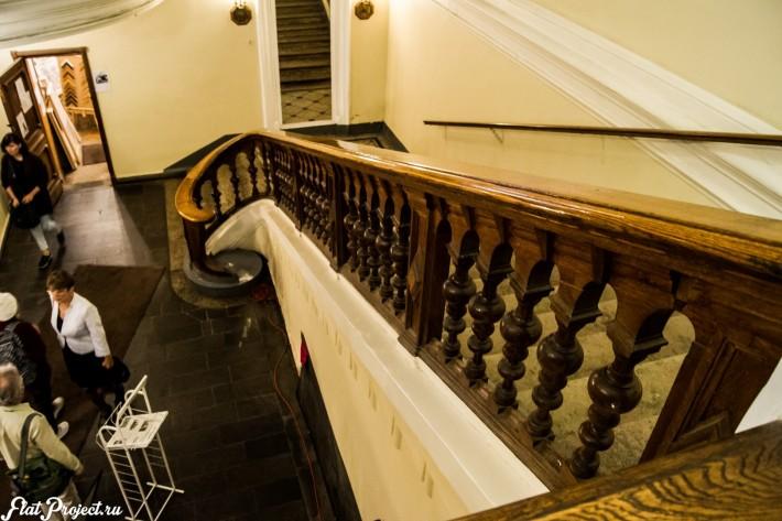 Лестница в холле Союза Художников в Петербурге