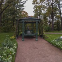Собственный сад дворца Коттедж — Розовая беседка