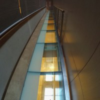 Стеклянный пол в здании Главного штаба — фото 1