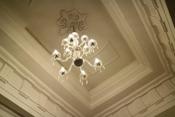 Лепной декор в отеле Continental Saigon