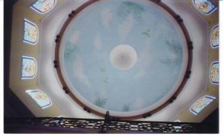 Роспись потолка в форме купола с небом и птицами