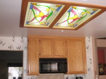 Потолок  со встроенным витражом — фото 1