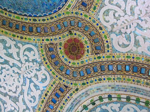 Детализированный фрагмент мозаики Тиффани в магазине Маршалл Филд