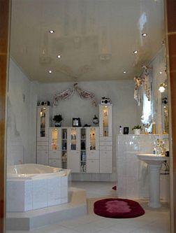 Натяжной потолок в ванной — фото 5