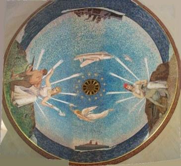 Потолок капеллы с мозаикой посвященной Второй Мировой Войне