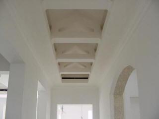 Двойные ниши в потолке из гипсокартона в стиле модерн
