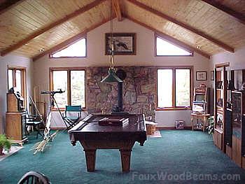Деревянный потолок в гостиной — фото 5