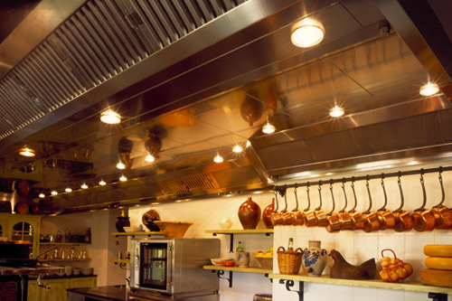 Фото дизайна потолка кухни из металла