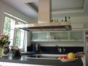 Дизайн потолка кухни, два уровня из гипсокартона