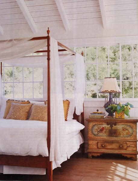 Деревянный потолок в спальне — фото 2