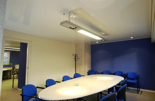 Натяжной потолок в офисе — фото 1