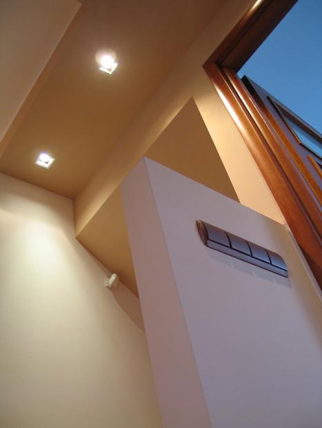 Двухуровневый потолок из гипрока в прихожей