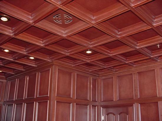 Деревянный потолок — фото 130