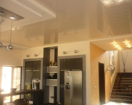 Натяжной потолок от СтройПрестиж на кухне