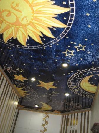 Натяжной потолок с нанесенным рисунком звездного неба