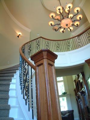 Потолок на лестнице
