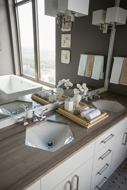 Ванная комната в HGTV Urban Oasis 2014 в Атланте