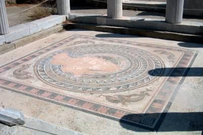 Старинный пол из мозаики