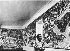 Т.Нариманбеков у своей росписи в фойе Театра кукол в Баку. 1975