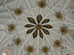 Роспись центра потолка декорированного рейками