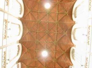 Деревянный потолок — фото 81
