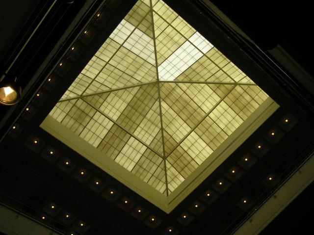 Стеклянный потолок — фото 1