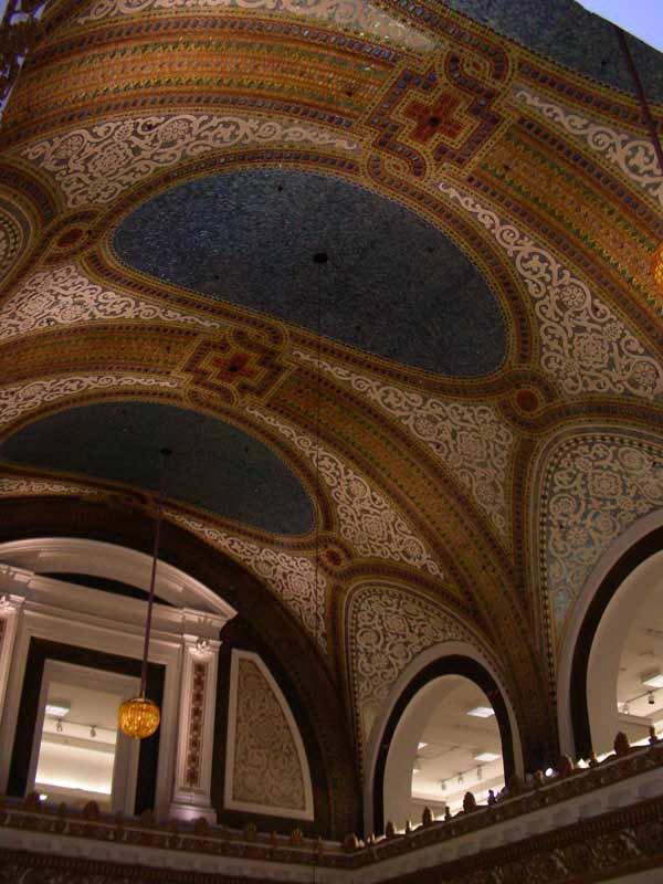 Потолок Тиффани в универсальном магазине Маршалл Филд в Чикаго (фото 4)