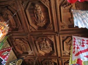 Деревянный потолок — фото 101