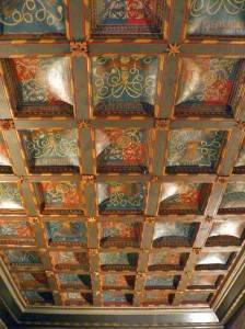 Инкрустированный потолок дворца Альхаферия в Сарагосе