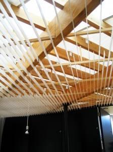 Деревянный потолок — фото 50