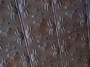 Потолок из декоративных панелей — фото 18