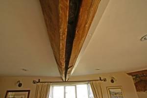 Деревянный потолок — фото 53