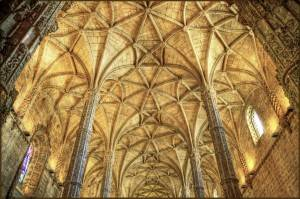 Фото каменного потолка в Монастыре иеронимитов в Лиссабоне
